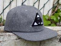 NUGGLIFE Stoned Eye Chenille Wool ストラップバック キャップ 帽子